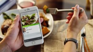 Der Fitnesstracker UP3™ von Jawbone protokolliert unter anderem die Kalorienzufuhr, zeichnet Aktivitäten sowie Schlaf auf und misst die Herzgesundheit. Foto: UP App - Food app screen; Jawbone®.